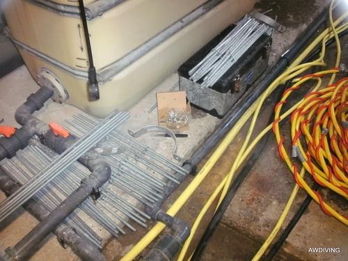 Thermisch verzinkte draadeinden en beugels met overmaatse moeren geleverd door awdiving.
