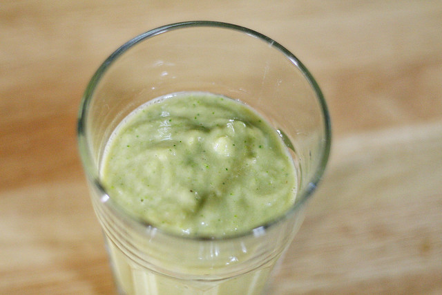 Swamp Smoothie: Broccoli Avocado Apple Banana
