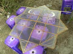 阿美族的風箏是多角形的 會發出聲音 冬天東北季風時 放飛天上 嗡嗡聲響遍部落