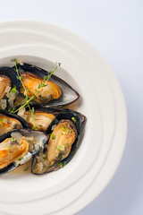 Roasted mussels with herbs