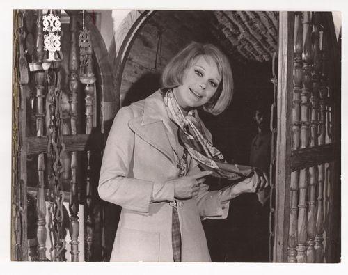 Elke Sommer en el Pasadizo de Balaguer en Toledo en 1974