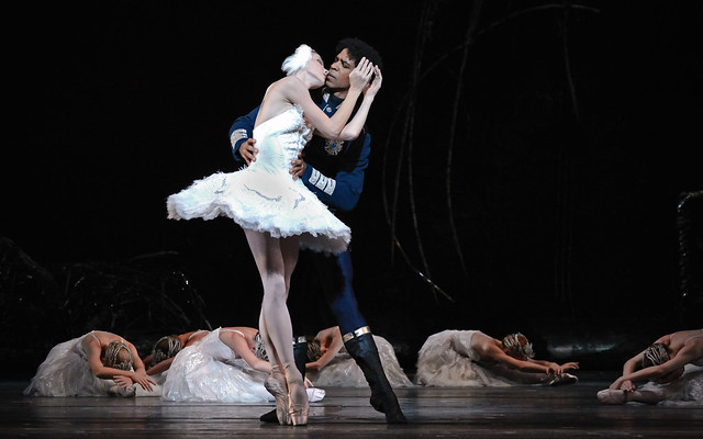 Natalia Osipova and Carlos Acosta in Swan Lake. © ROH/Alice Pennefather 2012