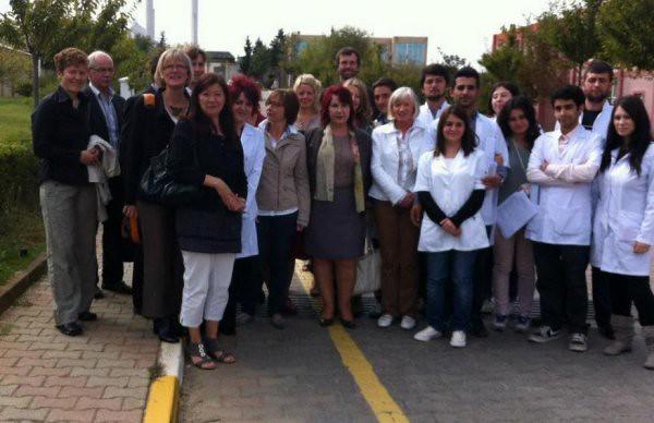 Yaşlılara Üsküdar Üniversitesi'nin şefkat eli değdi 4