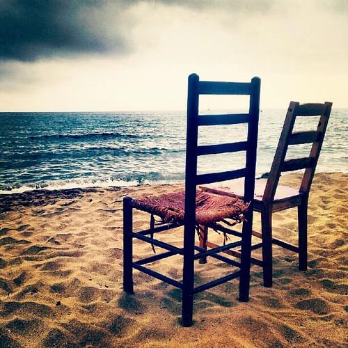 Ausencias #statigramers #instagramers #instagramhub #instamood #picoftheday #photooftheday #playa #barcelonacreativa #barcelonaenamora #beach #chaises #ausencias #creativepic #atardecer