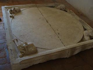 Изображение Convent of Christ вблизи Tomar. clock portugal death skull knight horloge caveira relógio templar tomar cavaleiros templários conventodecristo regiãocentro