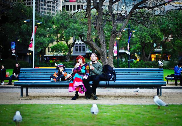 poza de familie fotografie de strada Sydney Australia <<Colourful Trio>>