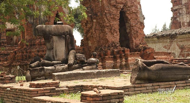 大城瑪哈泰寺裏斷裂的佛像