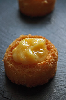8108160452 3d33b746a1 n Tartelettes meringuées au grapefruit curd de Rachel khoo