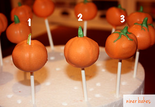 Halloween Pumpkin & Mummies Mummy Cake Pops von niner bakes bei Flickr