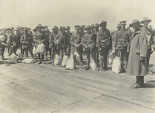 Soldiers waiting to board a troopship, Melbourne