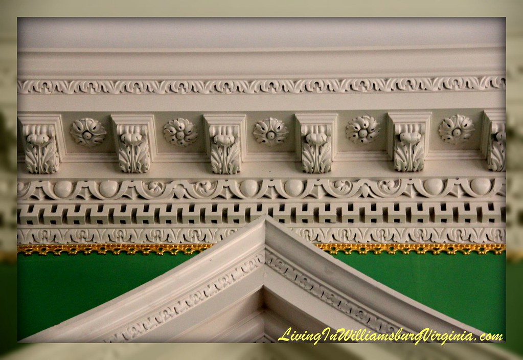 Crown Molding Gov. Palace