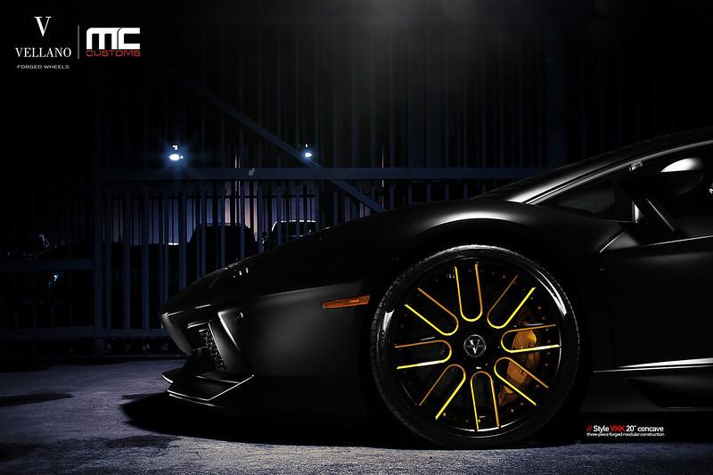 Lamborghini_Aventador_LP700_vkkC_01