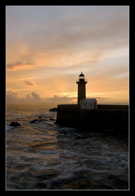 Oporto - Faro sull'Oceano Atlantico e foce del fiume Duero (Rio Douro)