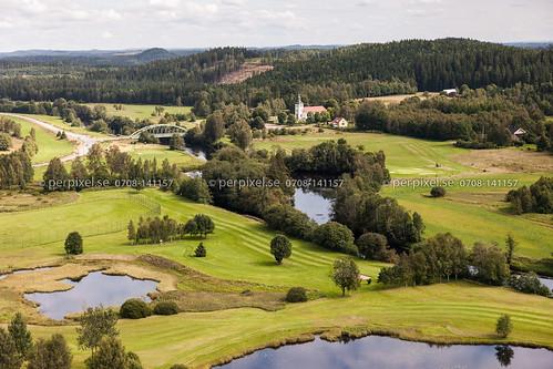 sverige bro kyrka swe västragötaland golfbana klev ätran flygfoto mårdaklev