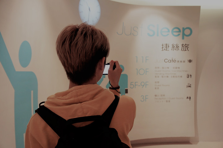 typicalben taking pictures of Just Sleep Lin Sen Hotel Taiwan