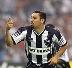 Atacante comemora gol na final do Brasileiro de 1999.