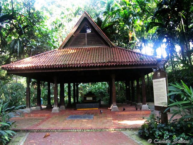 Fort Canning - Keramat Iskandar Syah 01