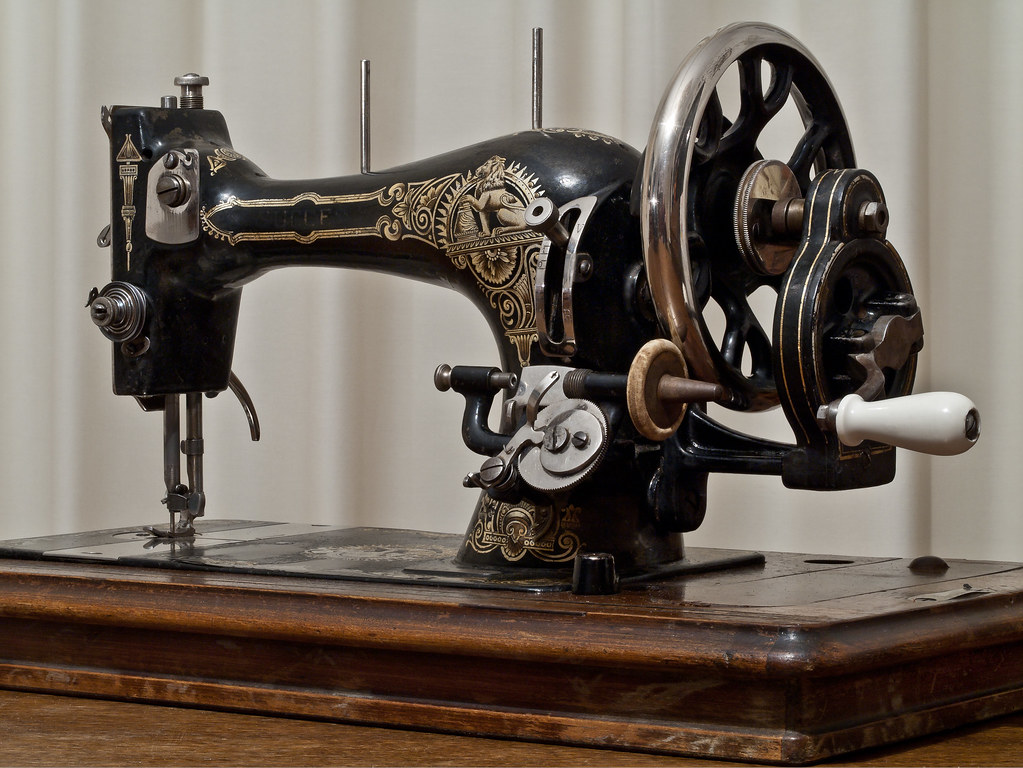 VIKING 6690 SEWING MACHINE
