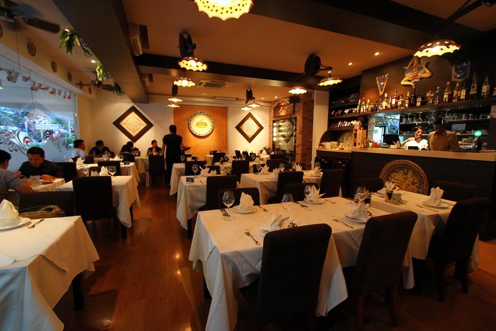 Etna Italian Restaurant & Pizzeria: Interior