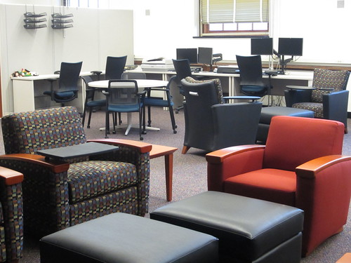 The Scholarly Commons has plentiful seating.