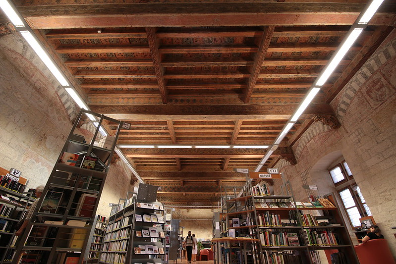 Provence cyling Avignon library inside