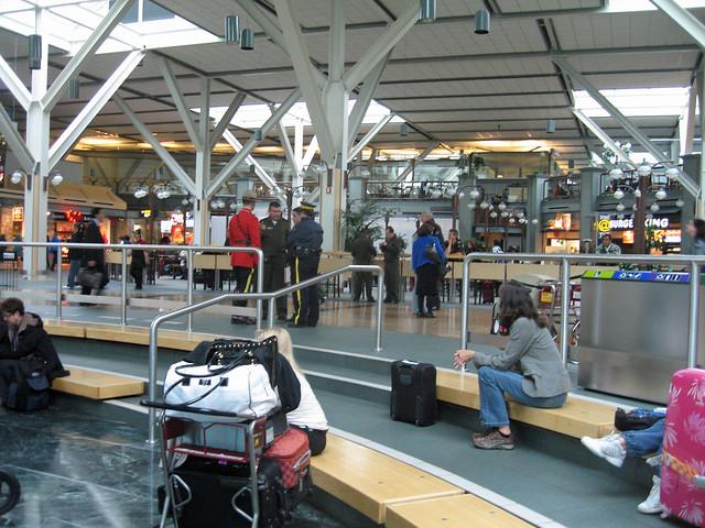 Vancouver Airport., Canon DIGITAL IXUS 750