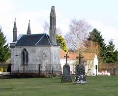 Acheux-en-Amiénois (ancien cimetière - chapelle avec lanterne des morts) 2