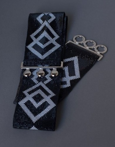 Bead loomed belt