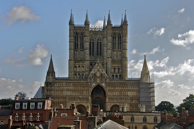Vista de la catedral de Lincoln desde las murallas del Castillo de Lincoln, Lincolnshire, Inglaterra.