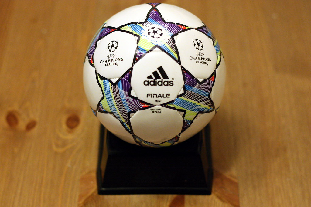 0a1b42f348b ... adidas-UEFA Champion League 2011 - 2012-Adidas Finale 11-Mini Ball