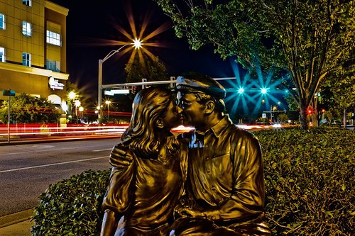 The Kiss, by Gary Aslum, 2007. Town Center, Virginia Beach, VA, Photo by Mackenzie Brunson
