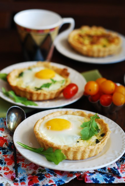 Baked egg cups with spinach, cheese, and bacon recipe, tarts, tartlets, mini-pies