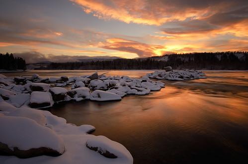 november autumn snow cold reflections twilight yukon whitehorse yukonriver northerncanada theintake