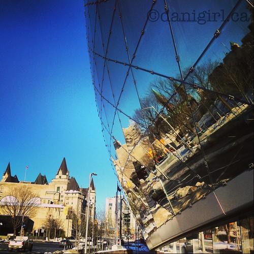 渥太华的巨型镜球球