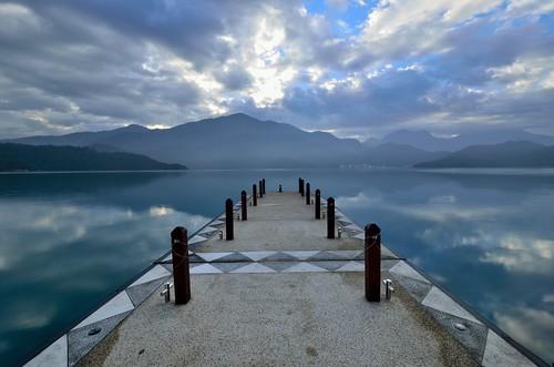 morning nikon day cloudy taiwan 南投 wharf 台灣 日月潭 sunmoonlake nantou 碼頭 早晨 朝霧碼頭 魚池鄉 d7000