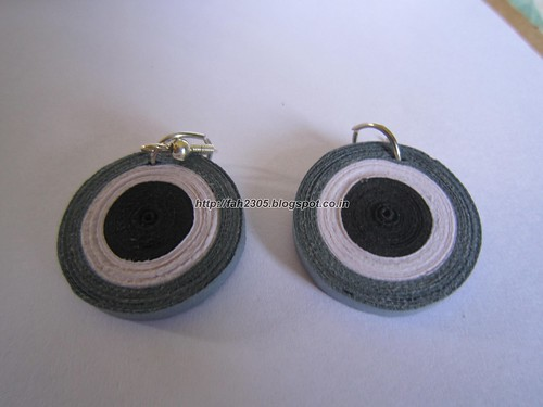Handmade Jewelry - Paper Disk Earrings (BWG) (1) by fah2305