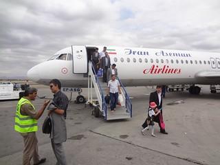 Avião no aeroporto de Mashhad no Irão
