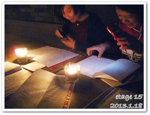 130118-昏暗燭光中連ipad的光也出動了