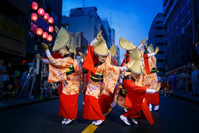 Red Kimono Dancers in Blue Hour - Nihoren @ Mitaka Awaodori