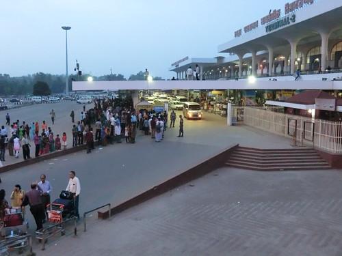 ダッカ国内線空港への道