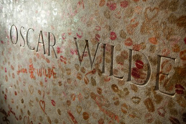 Lipstick on Oscar Wilde's grave.