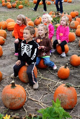 Kids-sitting-on-pumpkins