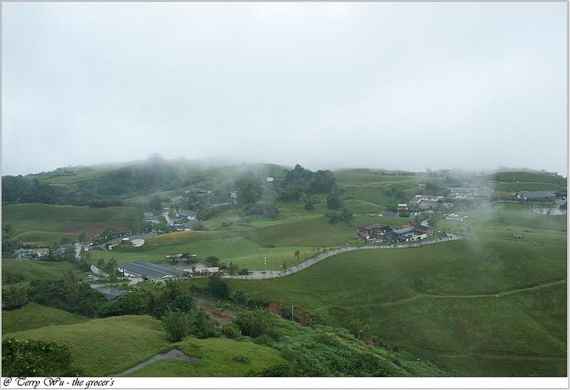 雲霧中的六十石山-3