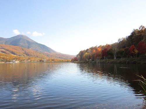 女神湖と蓼科山 2012年10月25日15;09 by Poran111