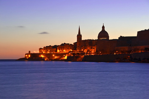 lighting city longexposure sea urban silhouette skyline night sunrise dawn harbor nikon mediterranean harbour malta clear dome daybreak valletta marsamxett v18 nikond3100 valletta2018