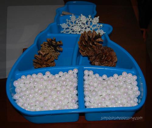 25 snow themed sensory tubs