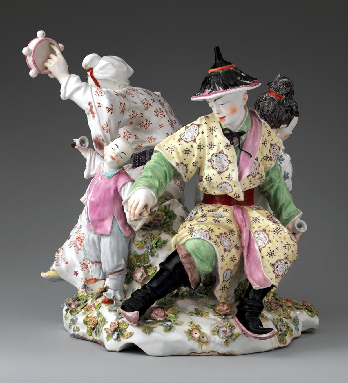 1755 Chines Musicians. Chelsea Porcelain Manufactory. Soft-past porcelain. metmuseum