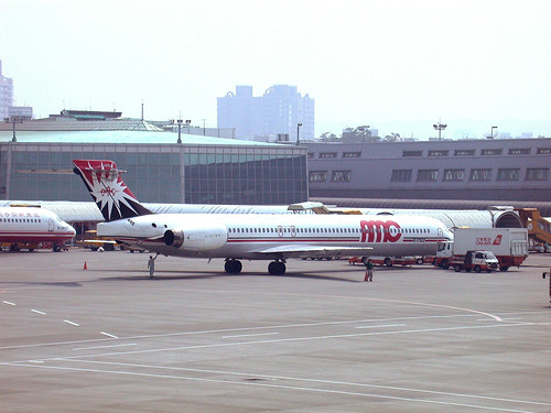 AMC/ UNI AIR MD-90 B-17922