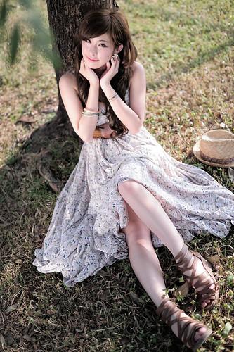 [フリー画像素材] 人物, 女性 - アジア, ワンピース・ドレス, 人物 - 樹木, 台湾人 ID:201210190200