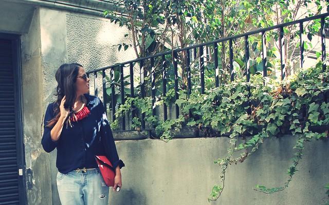 Look boyfriend jeans + camisa + mocasines